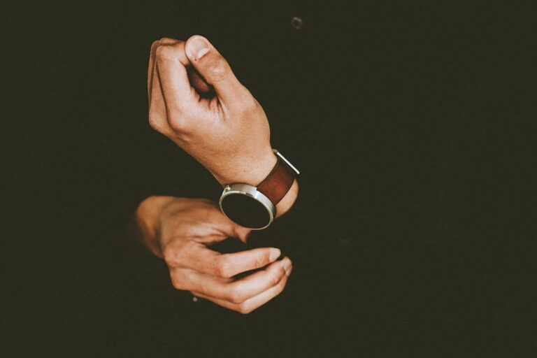 Gli accessori uomo indispensabili che tutti devono avere